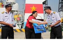Mang 5.000 lá cờ Tổ quốc đến các Nhà giàn DK1