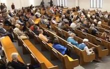 Xông vào nhà thờ xả súng, bị hai giáo dân bắn chết trong 6 giây
