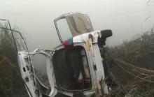 Sương mù dày đặc, xe hơi lao xuống kênh làm 6 người chết