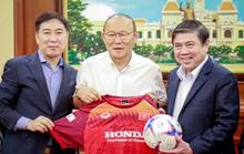 Ông Park Hang-seo không tiếc lời khen cầu thủ khi gặp Chủ tịch UBND TP HCM