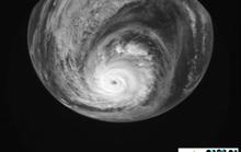 Xoáy bão Kammuri sâu hoắm khi còn là siêu bão