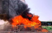 Xe khách giường nằm bất ngờ bốc cháy dữ dội trên quốc lộ 1A, hành khách hoảng loạn