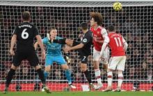 Tan tác Arsenal!
