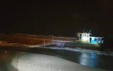 Phát hiện tàu mang số hiệu Trung Quốc, không người điều khiển dạt vào bờ biển Hà Tĩnh