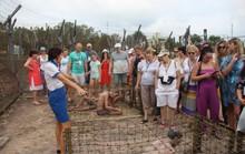 Đông nghẹt khách quốc tế tham quan Nhà tù Phú Quốc