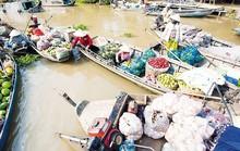 Người đàn bà chòng chành cùng chiếc ghe ở Ngan Dừa