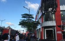 Cháy ở cửa hàng xe máy, nhân viên chạy tán loạn