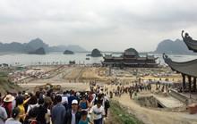 Hàng vạn du khách đổ về ngôi chùa lớn nhất thế giới đang xây dựng ngổn ngang
