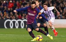 Messi ôm mặt vì hỏng phạt đền, Barcelona chật vật hạ Valladolid