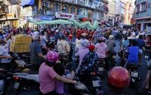 Hàng ngàn người đổ về quận 5 chơi Tết Nguyên tiêu