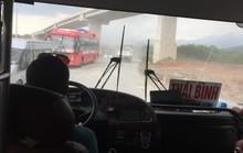 [eMagazine] - Những phút đối đầu giữa tài xế xe khách chạy Tết với CSGT