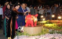 Chủ tịch Quốc Hội bỏ ống heo nghĩa tình ở đường hoa Nguyễn Huệ
