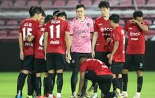 Đặng Văn Lâm mắc sai lầm lãng xẹt trong trận đầu bắt chính cho Muangthong United