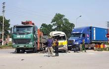 3 ôtô tông nhau, cặp vợ chồng đi xe máy kẹt ở giữa tử vong