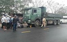 Va chạm với xe tải, một nam thanh niên chết thảm