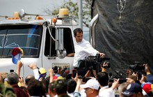 Không đưa được hàng cứu trợ qua biên giới, thủ lĩnh đối lập Venezuela tính đường mới