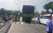 Người phụ nữ chết thảm dưới gầm xe tải khi vào đường gom