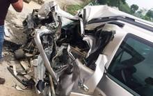 Tông trực diện xe khách, tài xế ôtô 7 chỗ tử vong trong xe biến dạng