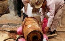 Tá hỏa phát hiện quả bom 3,5 tạ nguyên ngòi nổ khi đào móng xây nhà