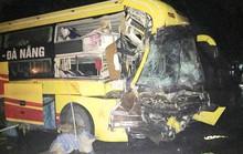 Xe khách tông đuôi xe đầu kéo, nhiều người thương vong