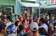 Đà Nẵng: Hỗn loạn cảnh chen chúc chờ đợi tiêm vắc - xin 6 in 1