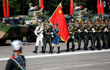 Trung Quốc tăng chi tiêu quốc phòng, hạ mục tiêu tăng trưởng kinh tế