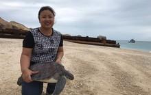 NHỮNG PHỤ NỮ VÌ CỘNG ĐỒNG (*): Bà mụ của rùa biển Hòn Cau