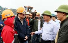 Hàng trăm công nhân 2 công ty xảy ra xô xát tại khai trường than