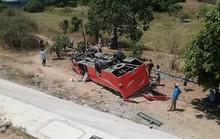 Xe chở đoàn khách Hàn Quốc gặp nạn ở Bình Thuận