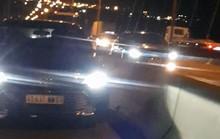 Người nước ngoài vô tư lái ôtô vào làn xe máy trên cầu Phú Mỹ là ai?
