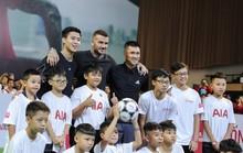 Beckham biểu diễn bóng đá cùng thiếu nhi Việt Nam