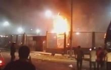 Xe buýt bất ngờ tự bốc cháy, gần 30 người thương vong