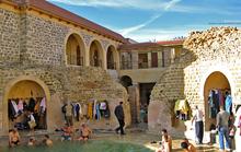 Nhà tắm công cộng 2.000 năm vẫn đông nghịt khách mỗi ngày