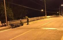 TP HCM: Tông vào hành lang cầu, 2 người trên xe máy thiệt mạng