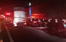 Đường cao tốc TP HCM - Trung Lương tê liệt thâu đêm