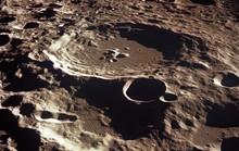 Trái đất có một mặt trăng rạn vỡ