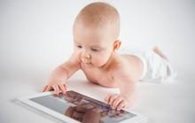 WHO cảnh báo: không smartphone, không ti vi, hạn chế địu trẻ dưới 2 tuổi