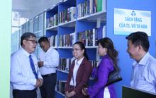 Tiến sĩ Võ Tá Hân tặng sinh viên hơn 1.300 cuốn sách