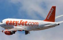 Hành khách bị trói vì cố gắng mở cửa máy bay giữa không trung