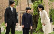 Cảnh sát Nhật truy tìm kẻ để 2 con dao gần bàn học của hoàng tử Nhật