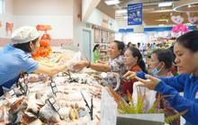 Người dân TP HCM đổ xô vào siêu thị, trung tâm thương mại trốn nóng