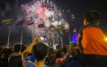 Mãn nhãn với màn pháo hoa chào mừng ngày thống nhất đất nước 30-4