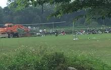 Chủ tịch xã chỉ đạo chôn hàng chục con heo chết ở sân bóng