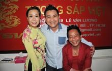 NS Việt Hương khóc nhớ Anh Vũ trong ngày đo tượng sáp