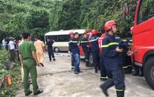 Xe khách tông vách núi, 18 sinh viên nước ngoài bị thương