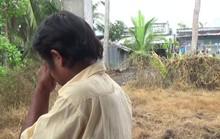 CLIP: Người đàn ông khóc nghẹn khi được Báo Người Lao Động tặng nhà nhân ái