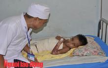 Vội vã đưa cháu bé bị phỏng đi chữa trị vì sợ gia đình ngăn cản