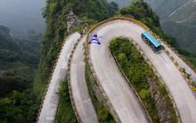 Đi cáp treo dài 7.500 m và leo 999 bậc thang để đến cổng trời