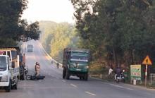 Xe máy tông xe tải, 2 nam thanh niên trọng thương