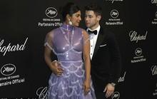 Cựu Hoa hậu Thế giới diện đầm tím, tình tứ cùng chồng ở tiệc Chopard